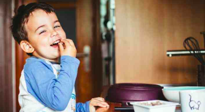 10 Ways To Choose Healthier Snacks For Your Kids (Plus, Scary Ingredients To Avoid)