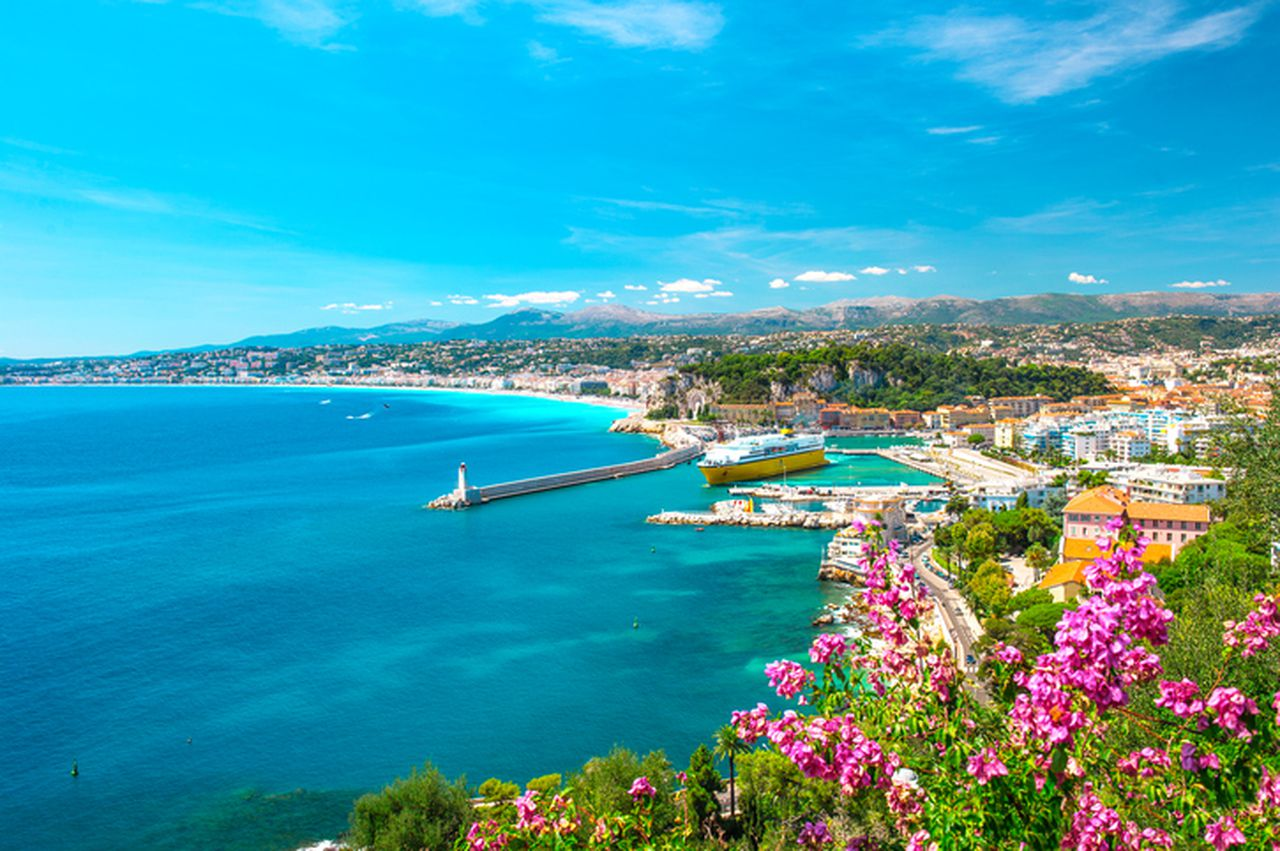 Fly Me to The French Riviera Contest by Expedia and Estee Lauder